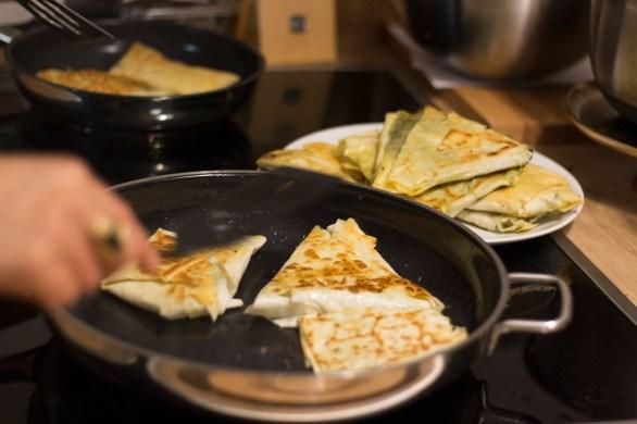 Kochen und Freunde Gözleme braten