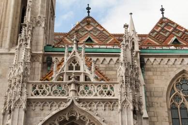 6 Matthiaskirche Budapest buntes Dach und Details