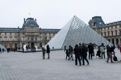 Bild 1 Louvre Pyramide