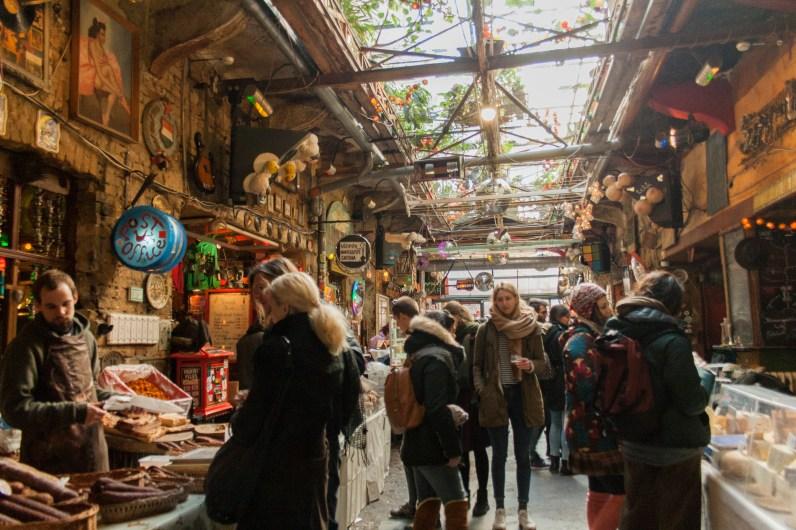 19 Szimpla Kert Ruinenbar Budapest Sonntagsmarkt
