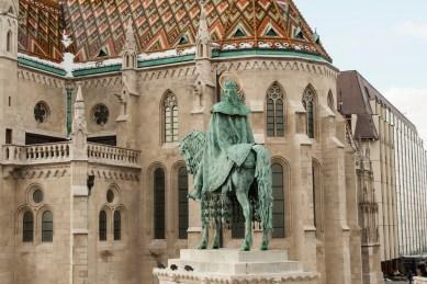4 Matthiaskirche Budapest mit Reiterstandbild
